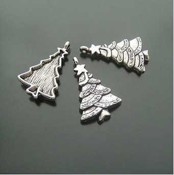 Decorating Xmas tree charms for Christmas gift